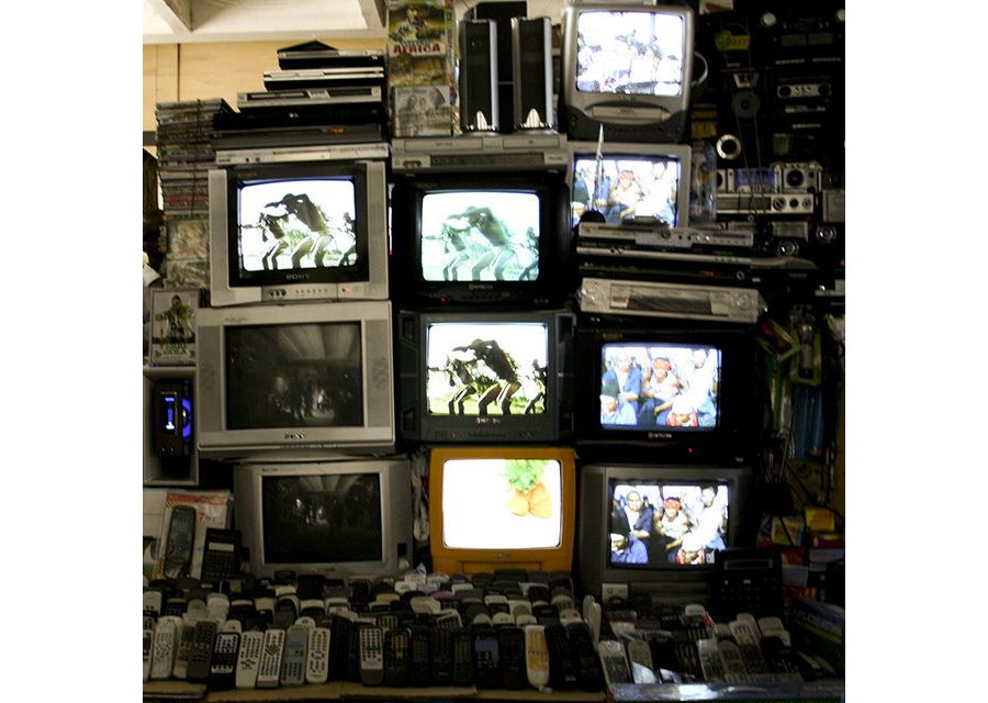 The power of informal cinema: Distributing content to video halls